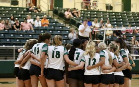 Varsity volleyball takes 1-0 record </br>in 6A after defeating McKinney