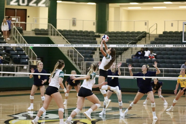 Prosper+prepares+to+make+an+attack+on+the+McKinney+defense.+They+defeated+the+Lions+Oct.+2.+They%27ll+play+Plano+Nov.+6+at+McKinney+High+for+the+regional+quarterfinal+title+on+Tuesday%2C+Nov.+6%2C+at+7+p.m.