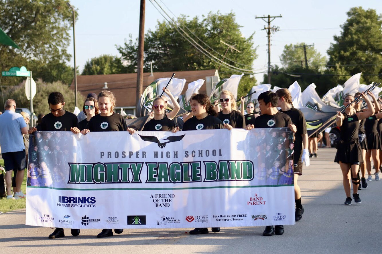 Community prepares to float through streets in homecoming parade