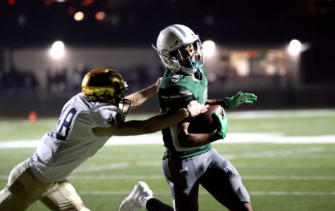 Varsity football survives </br>late comeback attempt by Jesuit, </br>wins fifth game of season 30-28