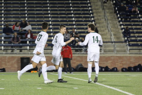 Varsity soccer looks to play Rowlett in 1st playoff round