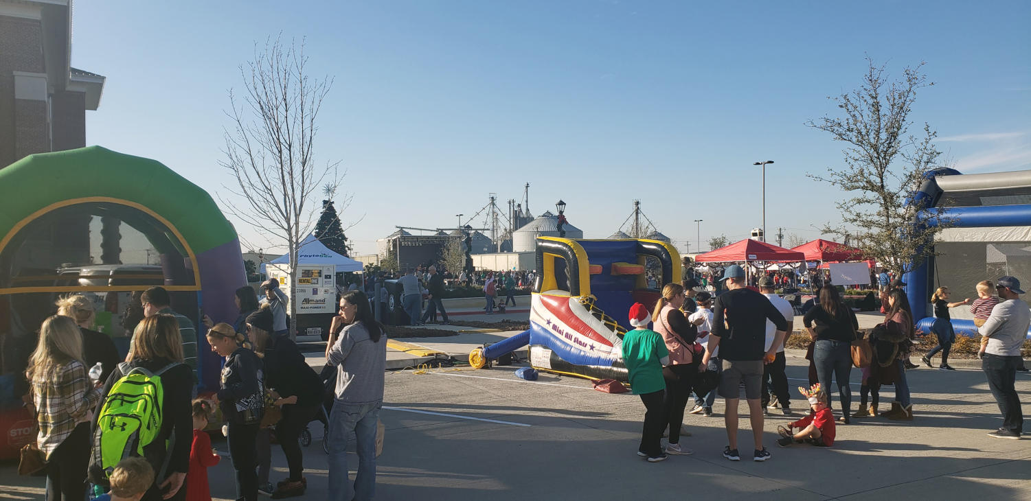 Prosper's annual Christmas festival was held on Dec. 7. Many organizations set up booths with gifts and prizes to better involve themselves in the Prosper community.
