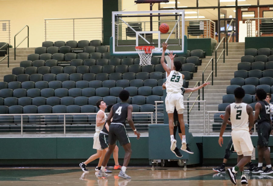 Senior+Austin+Atkinson%2C+No.+23%2C+goes+in+for+a+shot+against+a+Berkner+defender.+Atkinson+helped+the+Eagles+take+away+a+83-52+win+against+the+Richardson+Berkner+Rams+on+Dec.+3.+