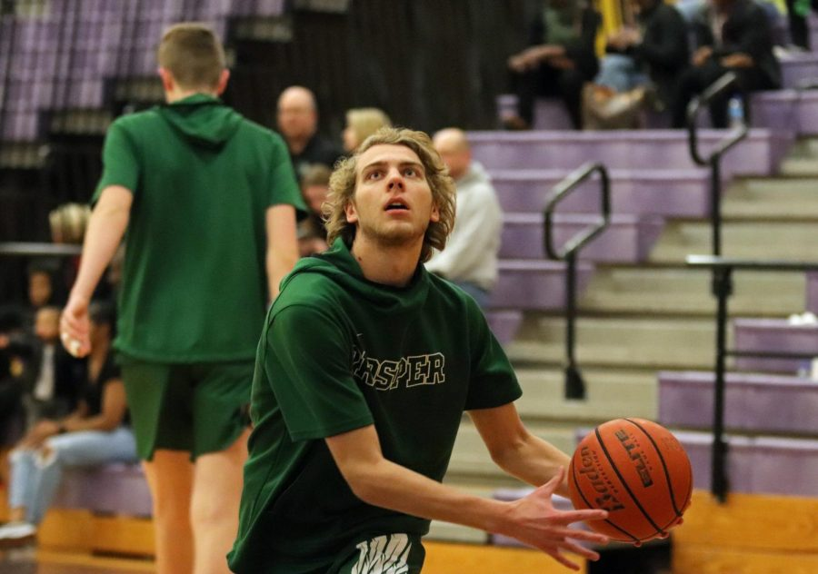 Senior+Tyler+Windon+prepares+to+shoot+the+ball+in+the+pre-game+warm-up.+The+Eagles+will+play+The+Colony+this+Tuesday%2C+Dec.+17%2C+at+the+Prosper+High+School+Arena.+