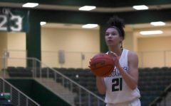 Girls basketball faces off against Plano Senior