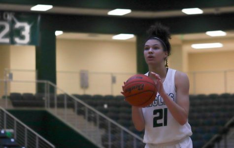 Sophomore Saylor Lewis, No. 21, anticipates her free throw shot. The girls varsity basketball team played Plano Senior Friday, Jan. 17.  The Eagles took the loss 42-31 against the Wildcats.