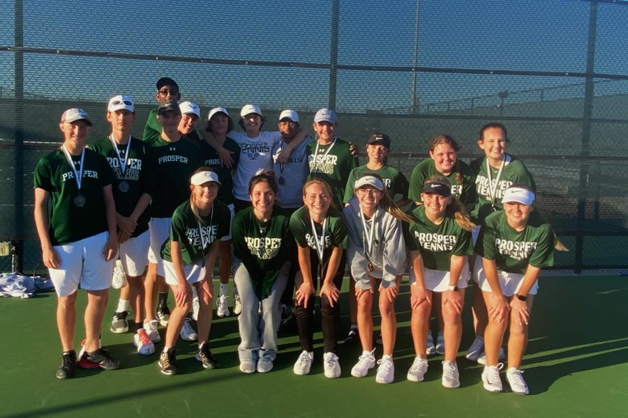 The+tennis+team+poses+for+a+photo+at+the+end+of+the+Prosper+Invitational.+Four+teams+placed+in+the+top+four.+The+team+will+compete+in+the+McKinney+North+pool+play+on+Thursday%2C+Mar.+5.+