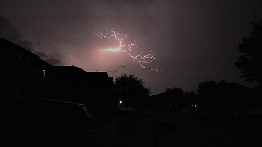 Lightning+strikes+across+the+sky+over+North+Texas.+According+to+Weather.com++meteorologists%2C+isolated+thunderstorms+can+be+expected+today%2C+May+12%2C+followed+by+clouds+tomorrow.++Photojournalist+Jesse+Plaster+took+this+shot++Monday%2C+May+4.+%22I+always+like+taking+photos+of+weather+events%2C%22+Plaster+said.+%22Essentially%2C+I+got+a+shot+of+lightning+as+it+was+in+the+clouds.%22%0A