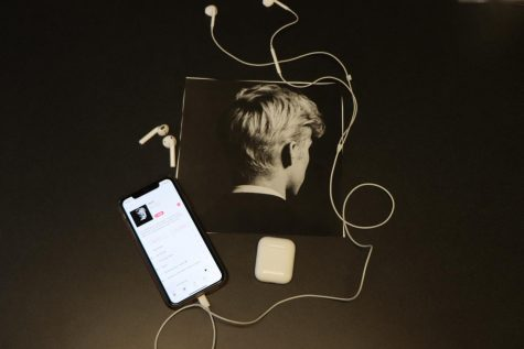 "Through pop lyrics and techno beats, Troye Sivan releases his fifth EP ""In a Dream"" following his second album ""Bloom."" The six-song lineup was created mostly before quarantine, but he released the EP Aug. 21. ""The songs cover heartbreak to missing home, and this album, while short, follows a storyline Sivan uses often,"" review writer and junior Alyssa Clark said. ""But it"