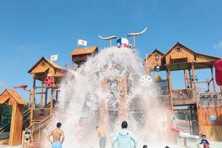 Hotel+guests+endure+in+a+splash+at+the+Paradise+Springs+kids+area.+The+Gaylord+Texan+includes+premium+access+to+the+Paradise+Springs+Waterpark%2C+a+new+addition+to+the+area.+This+kid-friendly+water+park+also+features+multiple+waterslides+for+family+fun.